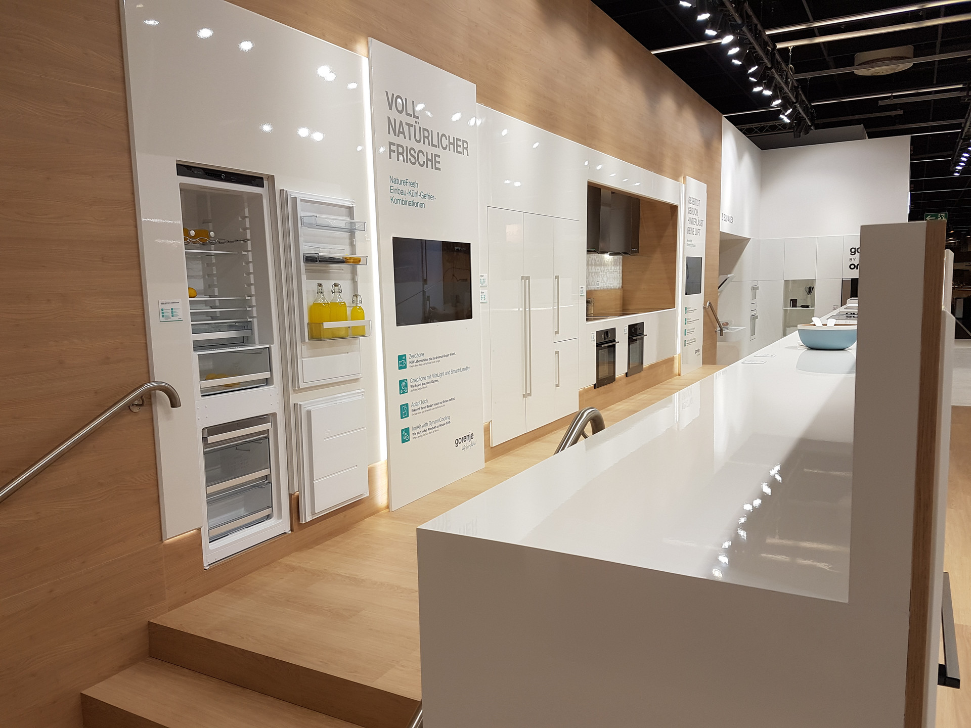 Custom Exhibition Stand Goals : Large exhibition spaces custom theme